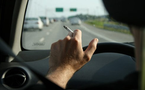 Không hút thuốc khi lái xe