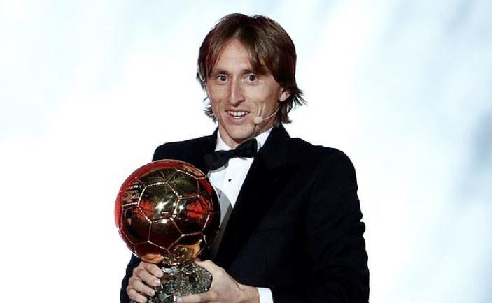 Modric giành quả bóng vàng