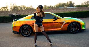 Cô nàng xinh như mộng bên Nissan GT R