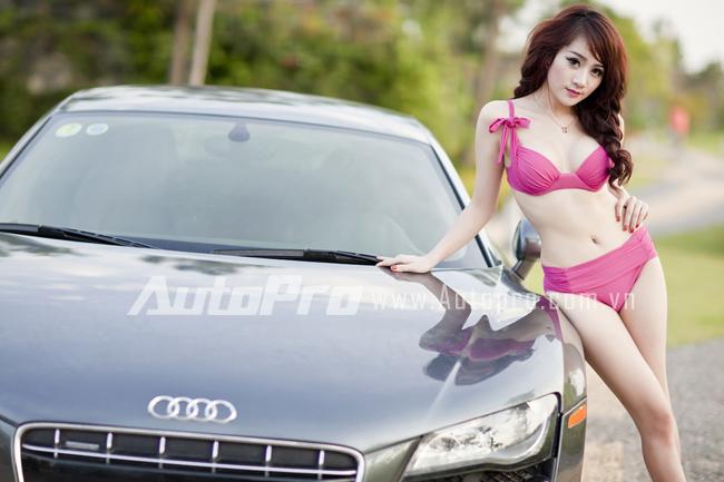 mẫu siêu việt gợi cảm lấn át Audi