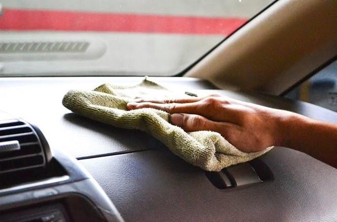 6 mẹo làm sạch nội thất khiến xe hơi trong như mới