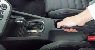 Đỗ xe ô tô vì sao không nên về p trước khi kéo phanh tay