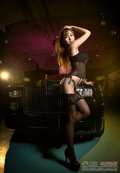 Vòng một khủng quyến rũ xe sang rolls royce