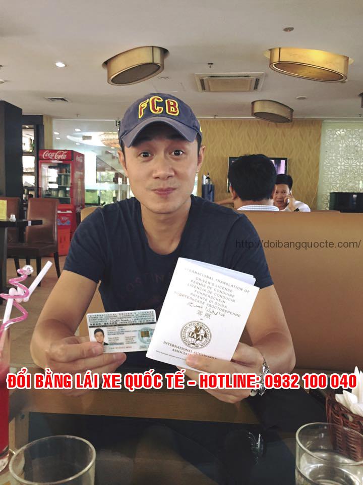Minh họa: MC Anh Tuấn 1 trong các khách hàng đăng ký đổi bằng lái xe quốc tế