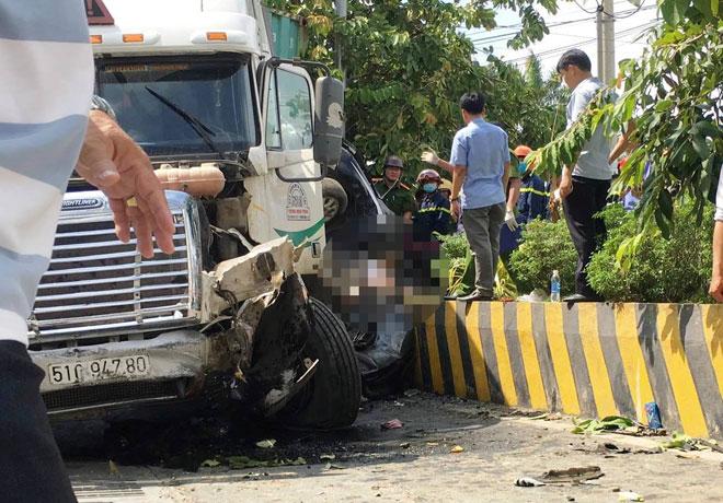 Tài xế container run lẩy bẩy sau tai nạn
