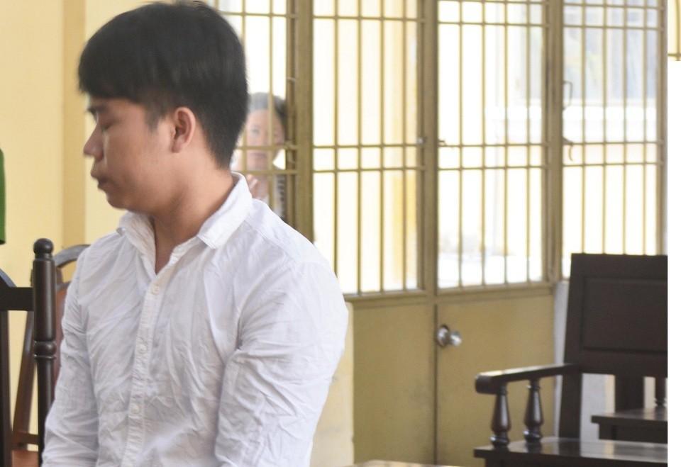Bác họ nhận 18 năm tù vì hiếp dâm cháu gái