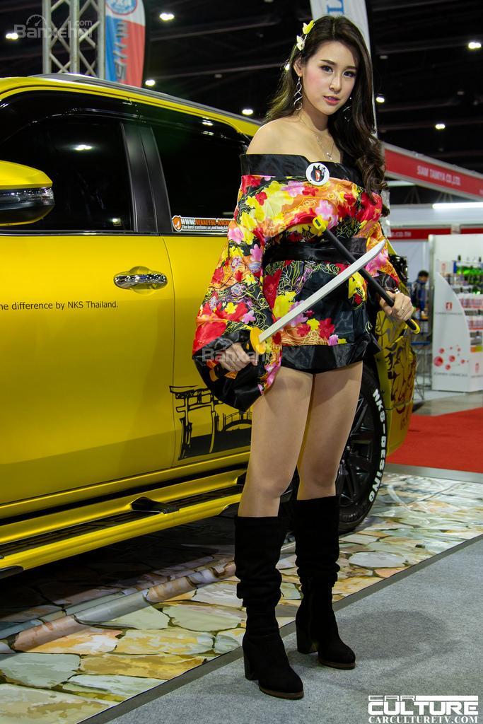Người đẹp và xe tụ hội tại triển lãm Bangkok Autosalon