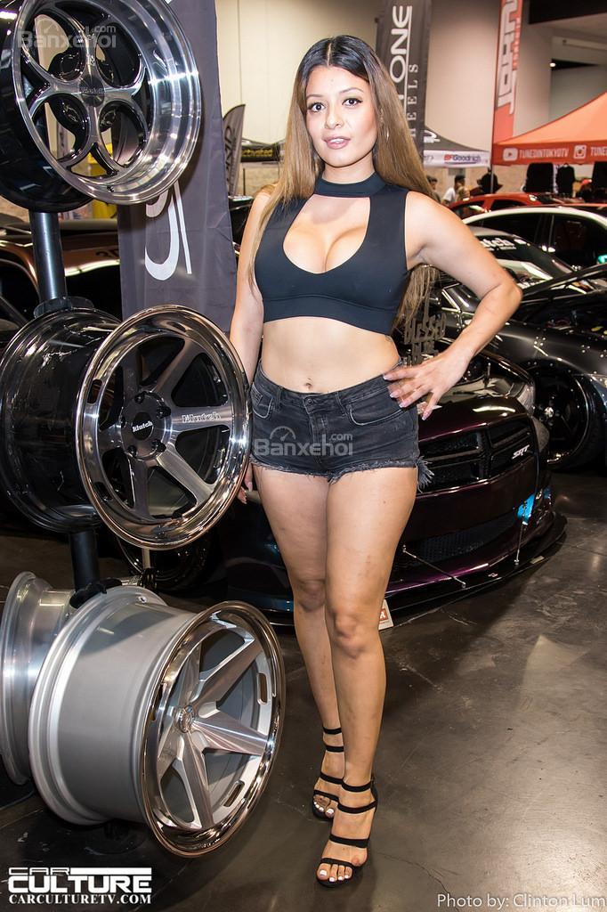 Người đẹp và xe xôm tụ tại triển lãm spocom