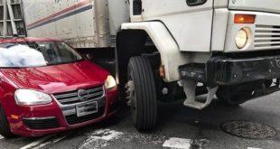 Kinh nghiệm quan trọng khi đi bên cạnh xe tải