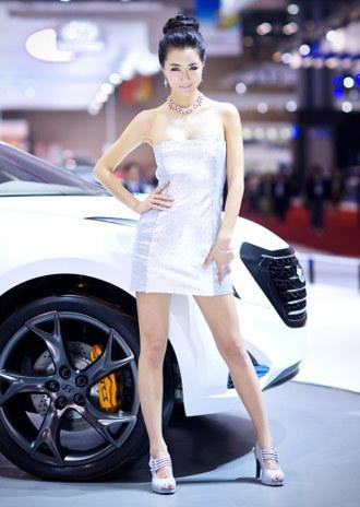 Người đẹp khoe sắc tại Seoul Motor Show 2011