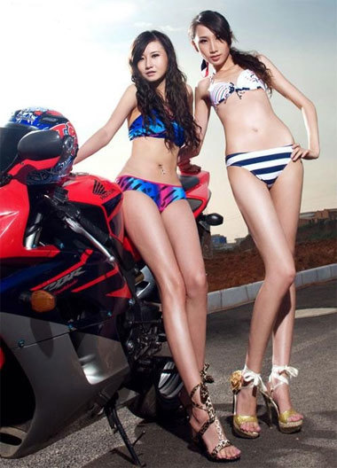 Xe và người đẹp thể thao