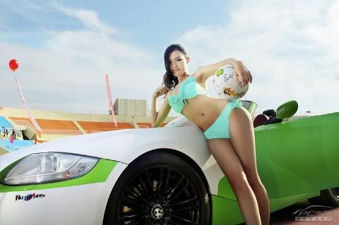 Bikini xinh tươi bên xế hôp