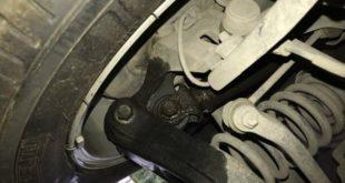 các dấu hiệu cảnh báo xe ô tô của bạn cần thay phuộc sớm