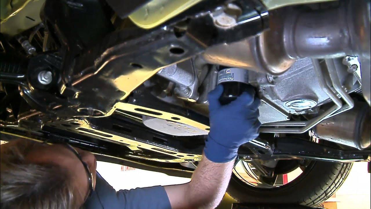 Hướng dẫn các bước thay dầu nhớt ô tô tại nhà