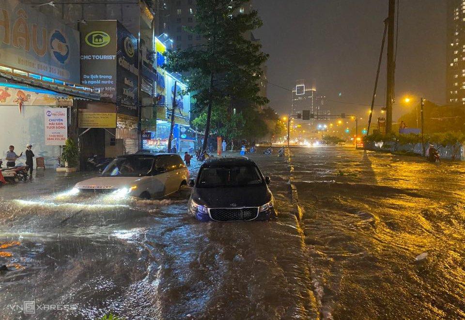 Đừng để xe bị thủy kích ngập nước vào mùa mưa bão