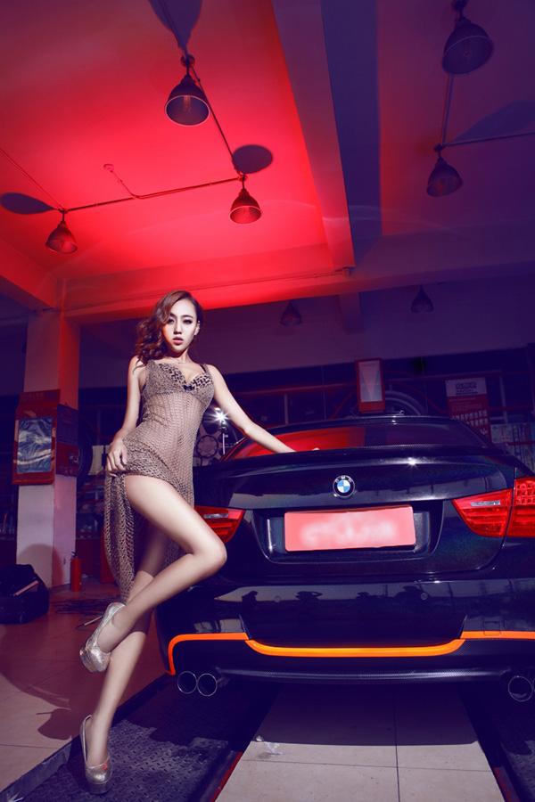 Người đẹp chân dài bên BMW 325i