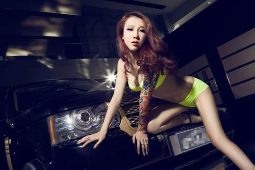 Yêu nữ khoe dáng nuột bên Range Rover